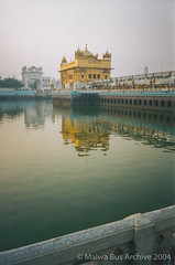 2004-Golden Temple Kar Sewa 18 (Malwa Bus Archive) Tags: amritsar goldentemple india punjab sikhs to416 travel karsewa malwabusarchive 2004