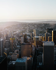 Seattle. (Alexander Tran | atranphoto.com) Tags: pnw pacificnorthwest xt1 fujifilmxus atran atranphoto atranfoto city seattle columbia center space needle sunset skyline architecture cityscape downtown
