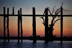0G3B4580 - The Laday and The Old Tree (Eddie HBH) Tags: bridge sunset lake silhouette myanmar ubein