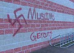 अमेरिका में मंदिर की दीवार पर नफरत फैलाने वाला संदेश (newideatv) Tags: की पर में मंदिर अमेरिका दीवार वाला संदेश नफरत फैलाने