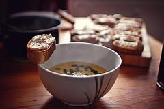 Scharfe Maissuppe, Cibatta mit Bohnenaufstrich (b_represent) Tags: food corn essen mais ciabatta cornsoup beanspread maissuppe