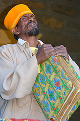 Orthodox Priest Ethiopia_4930 (ichauvel) Tags: africa portrait de book expression religion east bible l priest horn ethiopia orthodox livre axum est afrique ethiopie tigray prtre chretienorthodoxe