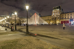 2014-12-19_20-25-33 (domi.girod) Tags: quaideseine pyramidedulouvre photosdenuit parisnovembre2014 clubptotos