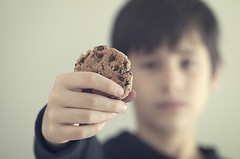 Cookie (Graella) Tags: boy portrait blur vintage cookie hand sweet retrato mans mano galleta galeta