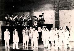 1976-013-w1000-h1000