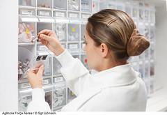 Farmaceutica (Fora Area Brasileira - Pgina Oficial) Tags: farmaceutico farmacia fotojohnsonbarros gente hfab hospital medicamento remedio saude braslia df brazil bra mulher mulhernafab foraareabrasileira brazilianairforce