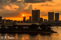 Tokyo Sun (Sol y Luz Photography (aka love_2_see_the_world)) Tags: japan skyline tokyo odaiba tokyobay tokyoskyline sunovertokyo