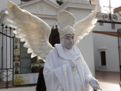 #1- Un artista callejero (Letua) Tags: buenosaires recoleta urbano artistacallejero estatuaviviente livingstatue artist street photography angel blanco white