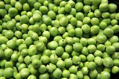 07-IMG_3369 (hemingwayfoto) Tags: ackerbau biologisch erbse frisch geffnet gemse grn hlsenfrucht landwirtschaft lebensmittel markt nahrung nahrungsmittel natur pflanzen pflanzlich produkt roh ss vegetarisch