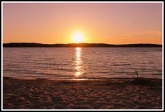 Coucher de soleil sur le lac de Biscarrosse (Les photos de LN) Tags: sunset coucherdesoleil biscarosse landes aquitaine nature plage couleurs crpuscule lac sable reflets ciel soleil