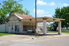 Texas, Cameron, (former) Texaco Gas Station (EC Leatherberry) Tags: gasstation formergasstation texas camerontexas milamcounty texaco