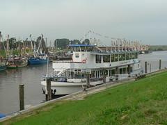 fishing harbour Greetsiel - MS Graf Edzard I (achatphoenix) Tags: greetsiel port leybucht eastfrisia germany 1388 hafen harbour fischerdorf fishingvillage fischerort ostfriesland lowersaxony msgrafedzardi