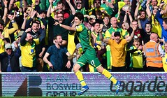 norwich win (MekyCM) Tags: soccer premier league football premierleague england wales britain unitedkingdom arsenal chelsea liverpool mancity united futbol futebol barclays leicester pitch supporters celebration southampton palace westham everton spurs newcastle stoke swansea sunderland watford westbrom bournemouth norwich villa