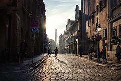 anticipation (ewitsoe) Tags: staryryenk oldmarket morning sunrise poznan poalnd sun summer late midseptember ewitsoe nikond80 35mm street ciyt citylife people walking pedestrian cobblestones urban chill sunny