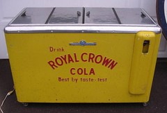 RC Cooler - Kelv3 (us301Retro) Tags: vendingmachine soda ideal vendo rc sodapop royalcrowncola rccola kelvinator nehi chestcooler truemfg quikold