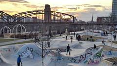 Spiel-Landschaft neben der EZB (JohannFFM) Tags: frankfurt skatepark spiel ezb osthafen spielelandschaft