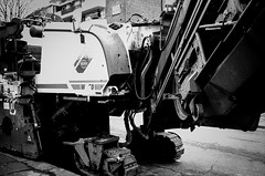 Mecha (Gianpaolo Fusari) Tags: leica england blackandwhite london film 35mm mechanical unitedkingdom machine 135 asphalt leitz leicam3 summaron35mmf35