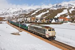 Pajares! (Nohab0100) Tags: españa snow train tren spain espanha neve locomotive pajares mitsubishi locomotora comboio renfe castillayleón locomotiva 251 villamanín