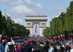 Arc de Triomphe and crowds on the Champs de l'Elysees, Bastille Day 2016 (Monceau) Tags: quatorzejuillet bastilleday arcdetriomphe crowds champsdlyses