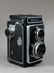 Ikoflex Ia on Display (01) (Hans Kerensky) Tags: ikoflex ia 85416 zeissopton tessar 135 75mm lens 6x6 tlr zeiss ikon display