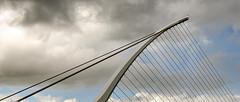 Dublin; Samuel Beckett Bridge (drasphotography) Tags: dublin ireland irland architecture architektur samuel beckett bridge brcke abstrakt abstract modern european sky himmel looking up nikond7000 nikon d7k drasphotography travelphotography reisefotografie geometric geometry geometrisch