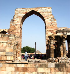 Delhi, Qutb Minar, India (math1404) Tags: india delhi qutubminar hillfort 13thcentury qutbminar capitalregion iltutmish victorytower