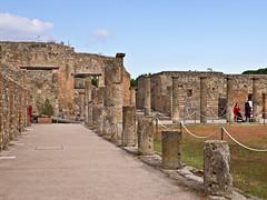 Pompeji  # 10 (schreibtnix on' n off) Tags: italien blue sky italy white travelling clouds reisen campania himmel wolken blau pompeji excavations weis ausgrabungen olympuse5 schreibtnix vianola