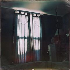 Shining through (Ennev) Tags: hipstamatic burkelens shilsholefilm