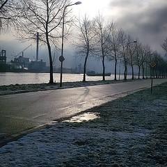 Nevel over het kanaal in Sluiskil (30-01-2015) (Omroep Zeeland) Tags: rust sneeuw wolken kanaal zon sluiskil