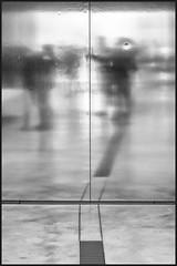 Mirror, mirror on the wall (Napafloma-Photographe) Tags: france monochrome lens photographie noiretblanc kodak louvre muse reflet fr personnes flou passant pasdecalais inox btiments pellicules artetculture kodak100tmaxpro techniquephoto louvrelens objetselmentsettextures mtiersetpersonnages galeriedutemps architecturebatimentsmonuments
