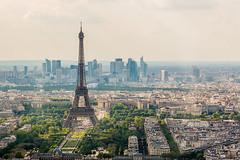 Tour Eiffel et la Dfense (LandAndNightscape) Tags: paris canon cityscape ladefense toureiffel ladfense canon70d