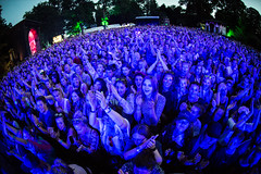 2016_SebastianSchofield_Sunday (32) (Larmer Tree) Tags: sebastianschofield 2016 sunday crowd audience cheer clap favourite handsintheair