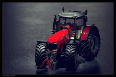 tractor (Neil Tackaberry) Tags: tractor toy collectible model miniature scaled scaledmodel massey ferguson masseyferguson farm farming machine vehicle machinery farmmachinery red
