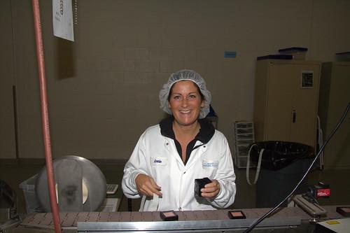 Female Marcelle Worker Packaging Cosmetics / Travailleuse de Marcelle emballant des cosmétiques