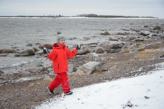 Kaberneeme poolsaarel (anuwintschalek) Tags: schnee winter snow ice estonia december peninsula lumi eis kalle eesti estland talv 2014 j lapsed halbinsel kaberneeme d7k poolsaar nikond7000 18140vr