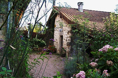 Strawberry Garden Cottage - exterior2