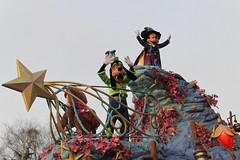 Disneyland Paris - January 2015 - 0361 (Snyers Bert) Tags: park parque paris france mouse la ledefrance euro disneyland magic events disney mickey parade resort fantasy land characters frankrijk vrienden parc parijs fantasyland magie disneylandparis dlp mensen cavalcade plaatsen chessy dlrp marnelavallee magiconparade