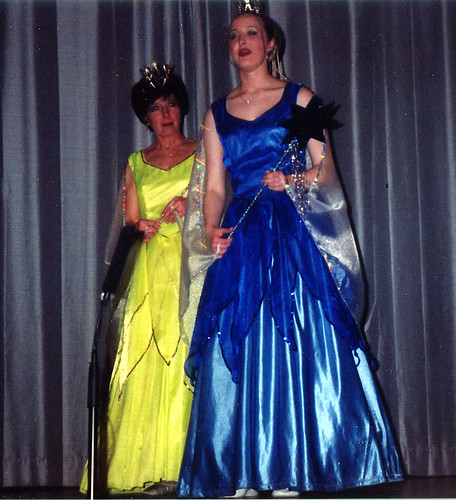 2001 Sleeping Beauty 02 (from left Pauline Milner, Kelly Marie Thornton)