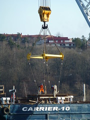 Lodbrok (skumroffe) Tags: pier construction crane baustelle grua kran barge grue lifting kraan pir krane heavylifting floatingcrane vrtahamnen lyftkran prm siljaterminalen lodbrok pontonkran marinegroup vrtapiren carrier10 kranmotorskepp vrtaterminalen