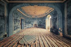 blue arch (ThomasMueller.Photography) Tags: fenster abandoned arch blau blue bogen castle chateau decay lostplace marode raum room schloss ue urbanexploration urbex verfall verlassen window