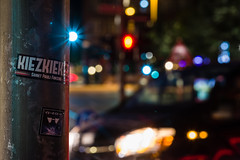 Kiezkieker (JayPiDee) Tags: ampel aufkleber auto bokeh dof hamburg nacht sigma sigma70300mmf456dgos sigma70300dgos sticker zeit car night notte trafficlight deutschland