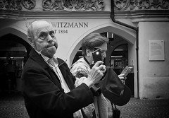 #wordless (Erwin Vindl) Tags: streetphotography streettogs candid blackandwhite bw monochrome innsbruck olympusomd
