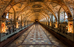 Antiquarium (Philipp Klinger Photography) Tags: city windows light castle window architecture germany munich münchen bayern deutschland bavaria gold lights golden hall nikon warm angle wide wideangle palace residence schloss philipp d800 residenz antiquarium klinger renassance münchnerresidenz