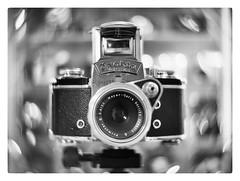 Exakta Varex IIa + Meyer Primotar E 50/3.5 (leo.roos) Tags: gear cameras swirly lenses nex 16mmfilm movielens darosa exaktavarexiia cinelens cmount swirlybokeh cinelenses taylortaylorandhobson nex6 leoroos meyerprimotare5035 cookekinic1inch15
