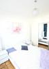 42er Astoria Schlafzimmer (Glandon) Tags: spiegel lila decke garderobe blauer vorhang kissen blaues bettwäsche kronleuchte gepunktet blumenbild nachttische