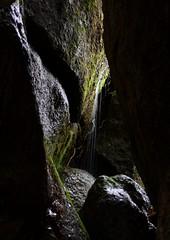 Dal cielo alla terra (Sara Stampa) Tags: rocce pioggia lenta manziana luceedombra