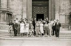 Ascoli com'era: l'avv. Franchi con dei visitatori stranieri (1959) (Orarossa) Tags: italy italia duomo visitors marche 1959 ascolipiceno 0230503 avvvittoriofranchi