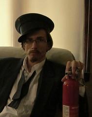 Огнетушитель (Vagabond au chapeau) Tags: selfportrait extinguisher obtuse огнетушитель