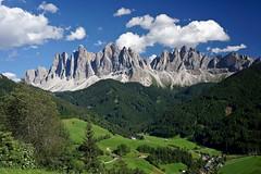 Odle e San Giovanni a Ranui (Franco Vannini) Tags: sangiovanniaranui valdifunesodle odles unescoheritage funes dolomiti dolomites odle santamaddalena sanpietro