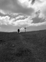 steep and long (Rosmarie Voegtli) Tags: sky bw clouds switzerland cross hiking path himmel wolken kreuz ciel jura nuages steep weg croix croce steil passwang gggel